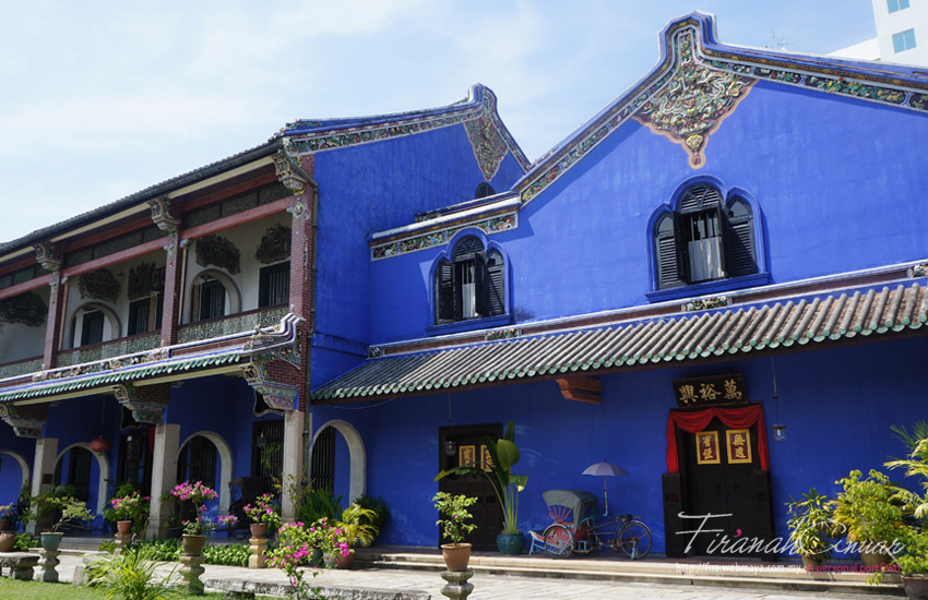 You can't miss the Cheong Fatt Tze mansion in amazing cobalt blue. You can actually stay here from as low as RM400 per night and enjoy the historical splendour or opt to follow the daily guided heritage tours (in English) at 11am, 1.30pm and 3pm.