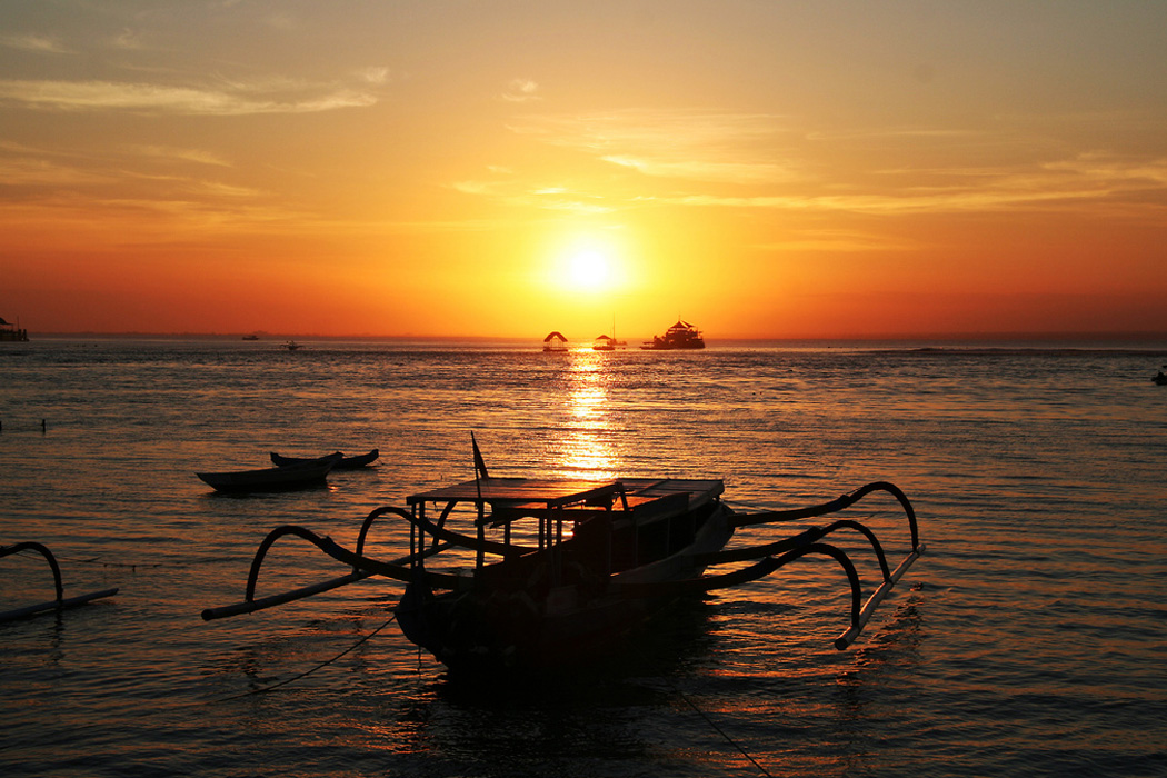 Nusa Lembongan - a wonderful small island not far from Bali. Witness the sunset on the cliffs of ceningan or by the beach