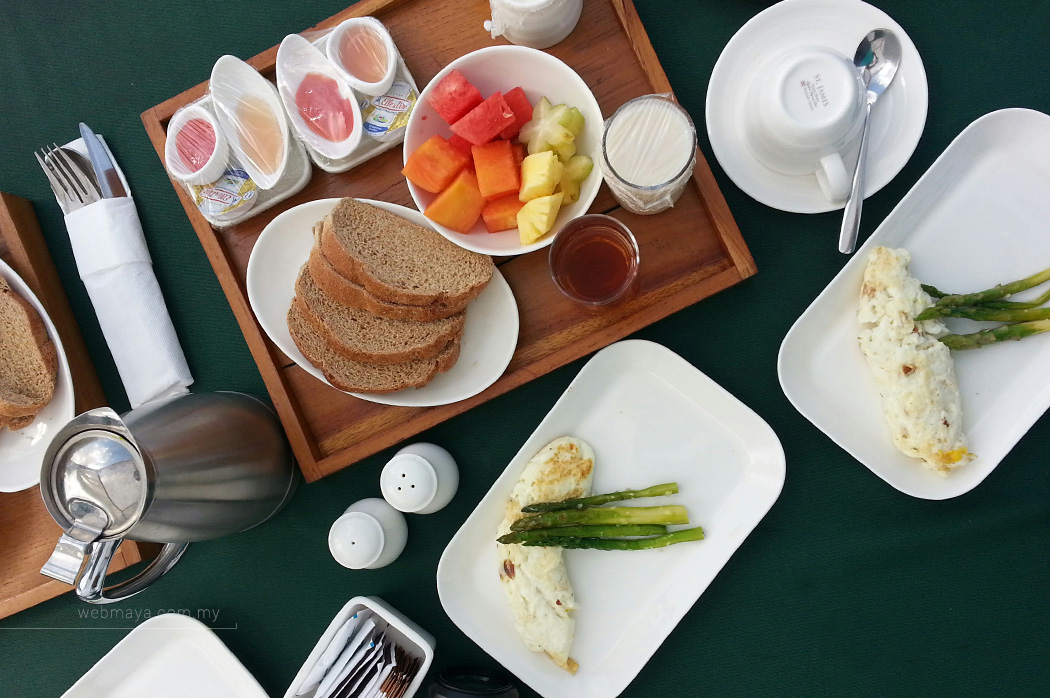 Freshly prepared breakfast on the cabana bed