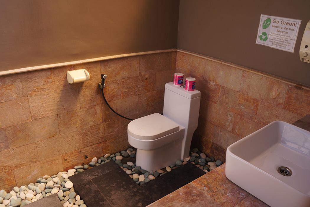 Where to stay in gili trawangan webmaya for Open air bathroom designs