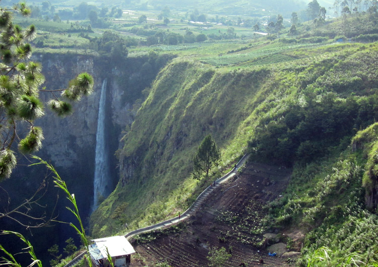 Sipiso-piso waterfall - highest waterfall  in Indonesia